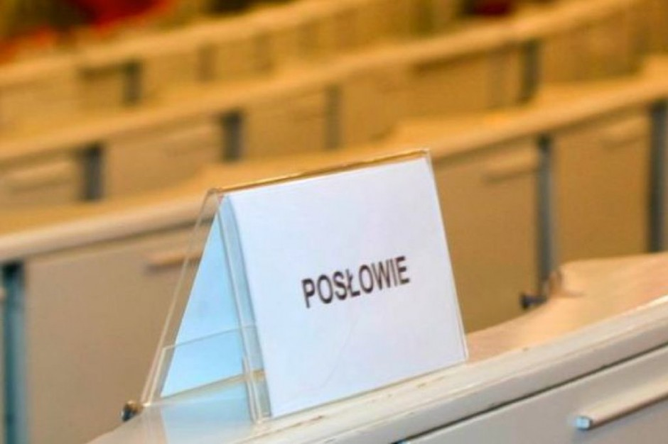 Augustów: protest posła ws. przejęcia kontraktu szpitala przez spółkę