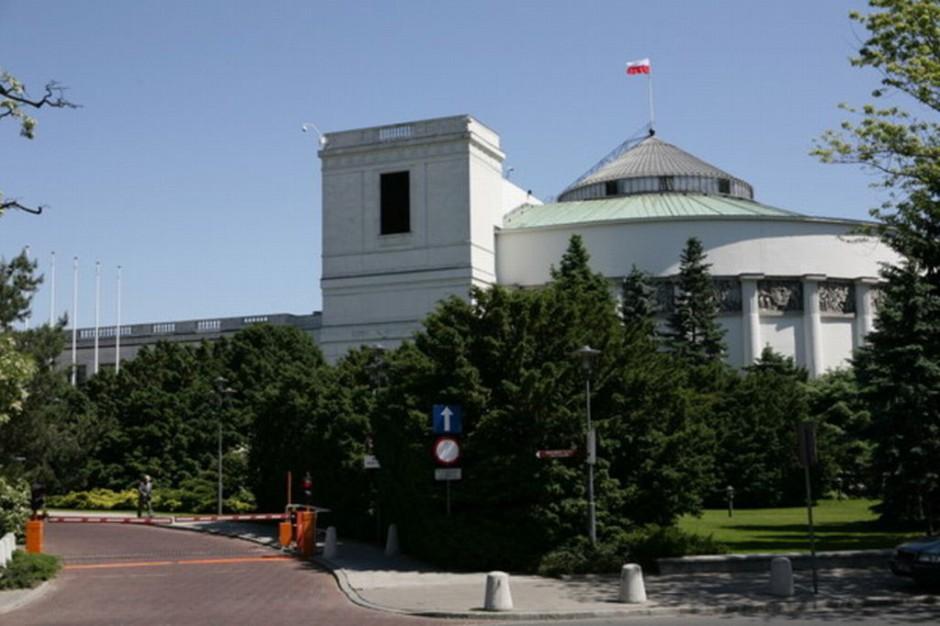 Przeciwnicy zaostrzania ustawy antyaborcyjnej demonstrowali przed Sejmem