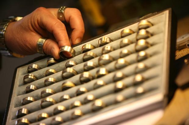 Włochy: skonfiskowano biżuterię z wysoką zawartością niklu