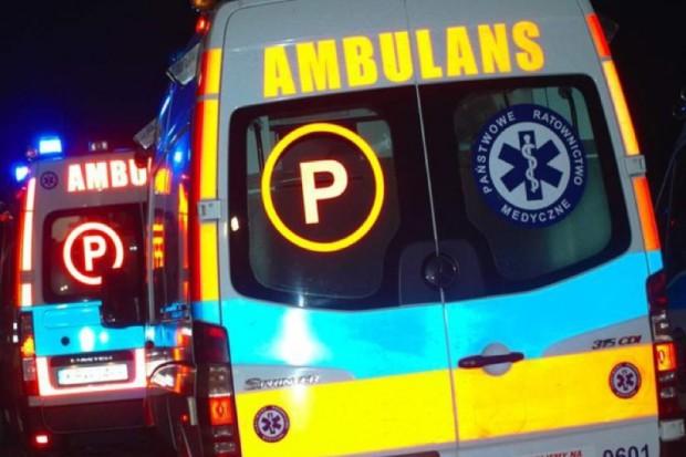 Szczecin: karetka ugrzęzła w błocie, pacjent zmarł