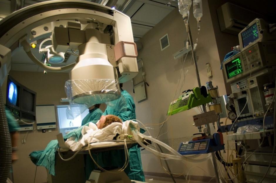 Kontrowersje wokół śmierci mózgowej: jak lekarz orzeka zgon?