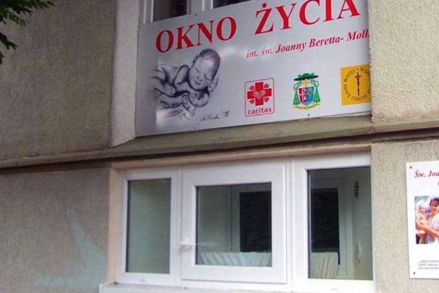 """Poznań: noworodek w """"oknie życia"""""""