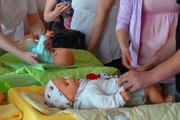 Warszawa: rusza program finansowania zajęć w szkołach rodzenia