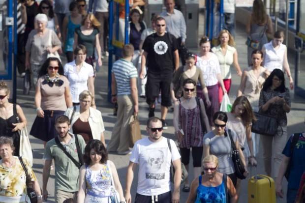 GUS: Polaków nadal ubywa