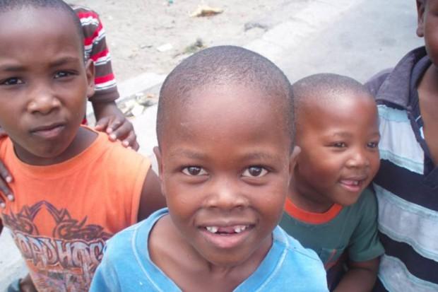 W Kamerunie przebadał wzrok ponad 270 osobom