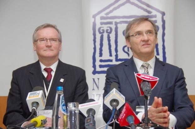 XII Krajowy Zjazd Lekarzy wybrał nowe władze. W tle konferencja ministra