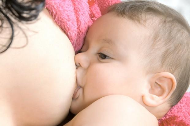Potrzebna jest lepsza promocja karmienia piersią