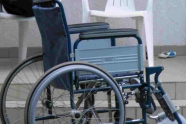 Sejm: protestują opiekunowie dorosłych osób niepełnosprawnych