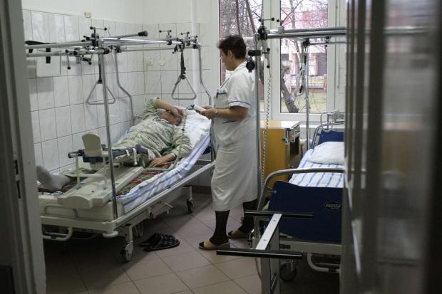 Szpitale będą zatrudniać minimum pielęgniarek? MZ jeszcze raz przyjrzy sięrozporządzeniu