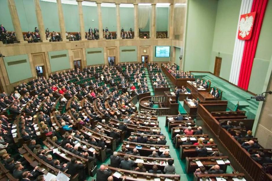 Rodzice protestujący w Sejmie zapowiadają dalszą okupację