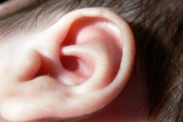 Przybywa dzieci niedosłyszących