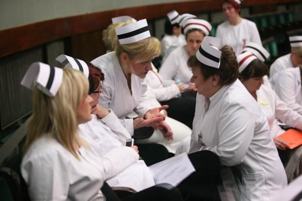 Pielęgniarki i położne nie spieszą się do wypisywania recept