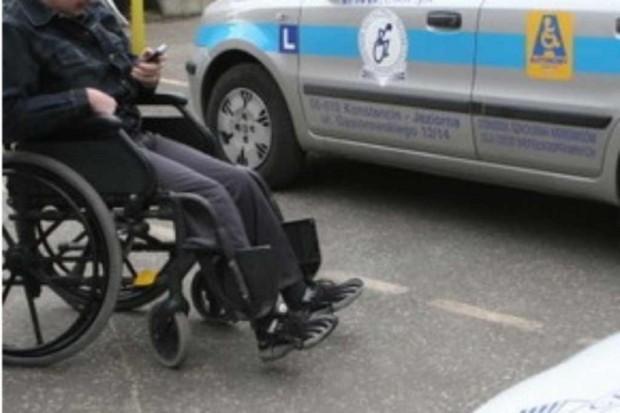 Warszawa: protestowali niepełnosprawni i fizjoterapeuci