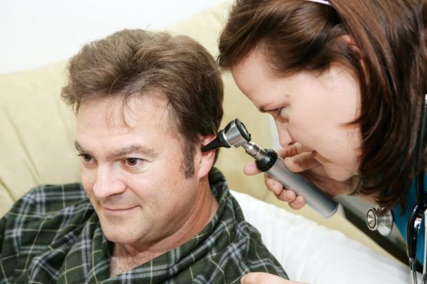 Specjaliści: niedosłuch staje się w Polsce chorobą społeczną