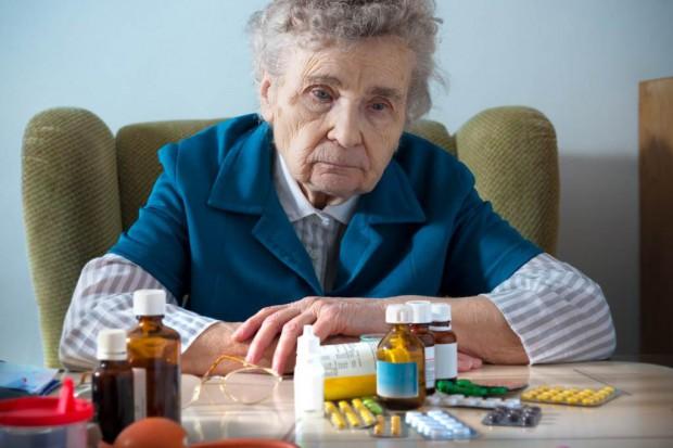 Senat: pierwsze czytanie projektu ustawy ws. bezpłatnych leków dla emerytów i rencistów; resort przeciwny
