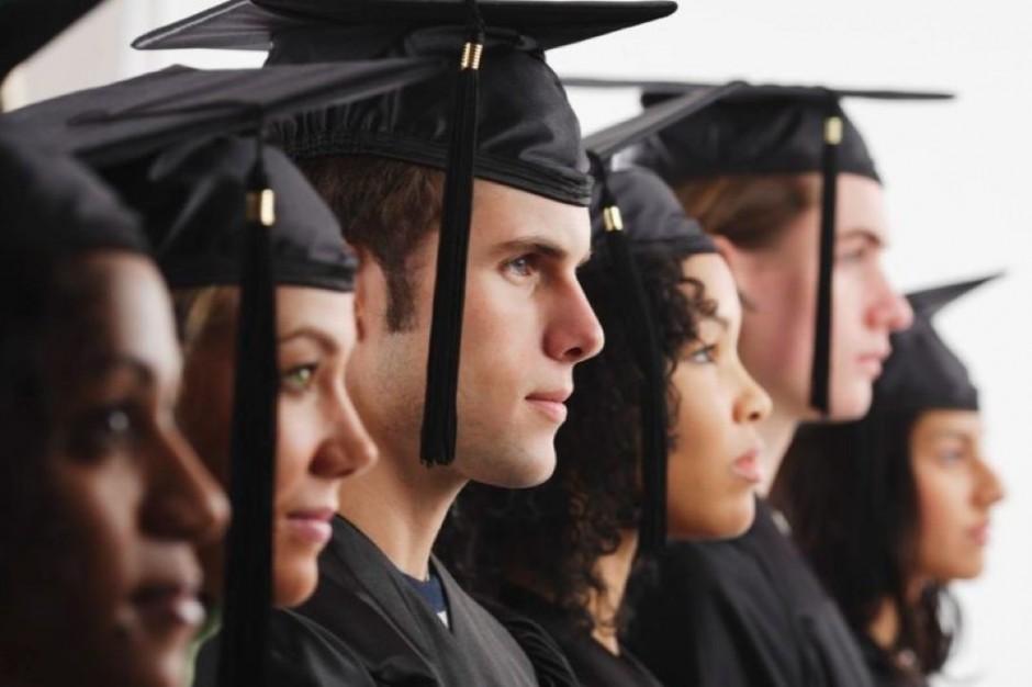 Łódź: obcokrajowcy odebrali dyplomy Uniwersytetu Medycznego