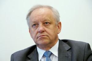 Piecha w komisji śledczej PE: ustali, które pestycydy są bezpieczne dla zdrowia