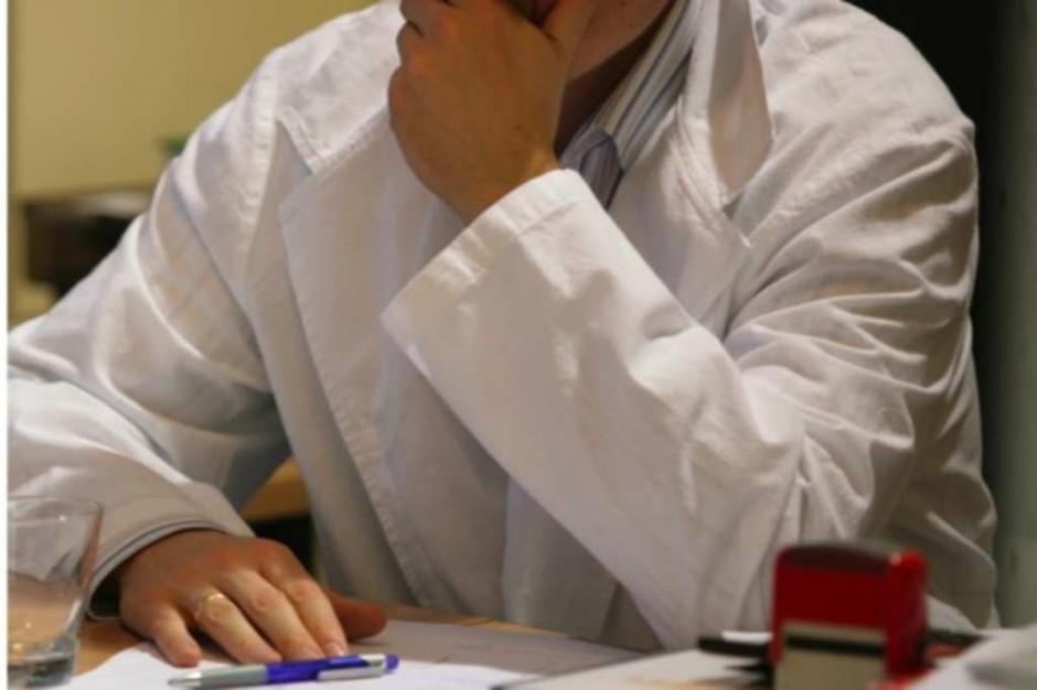 Lekarz, który nie wskaże innego podmiotu ponosi odpowiedzialność cywilną i zawodową