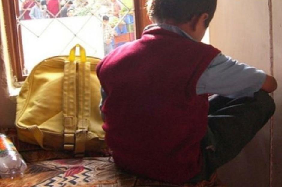 Badania: 52 proc. uczniów w podstawówce nosi zbyt ciężki tornister