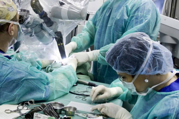 Warsztaty dla otochirurgów w Kajetanach: 30 operacji pokazowych