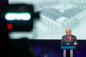 Pionierska operacja w Kajetanach: nowy implant szansą dla seniorów