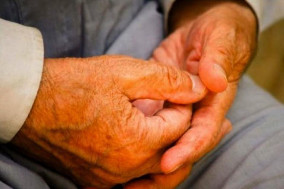 Raport: jak długie są kolejki pacjentów z chorobą Parkinsona
