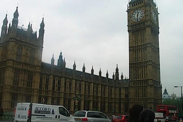 Wielka Brytania: 100 mln funtów na ściągnięcie zagranicznych lekarzy