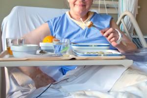 Pacjenci jedzą niedoważone porcje z przeterminowanych produktów