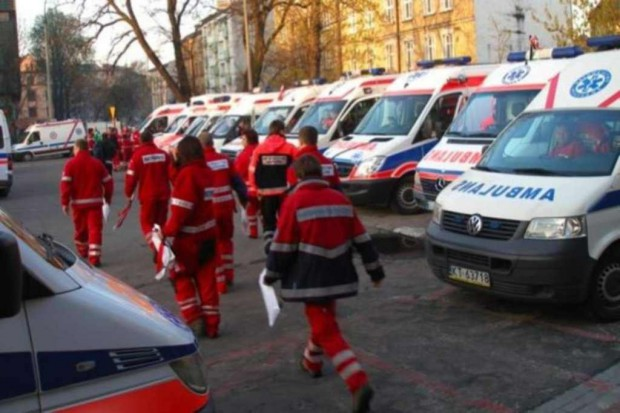 Wadowice: zdesperowani pracownicy pogotowia wyszli na ulice miasta