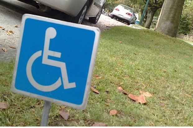 Ruszyła kampania dot. kart parkingowych dla niepełnosprawnych