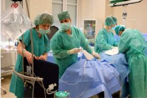 Hinduscy lekarze usunęli gigantyczny guz kości