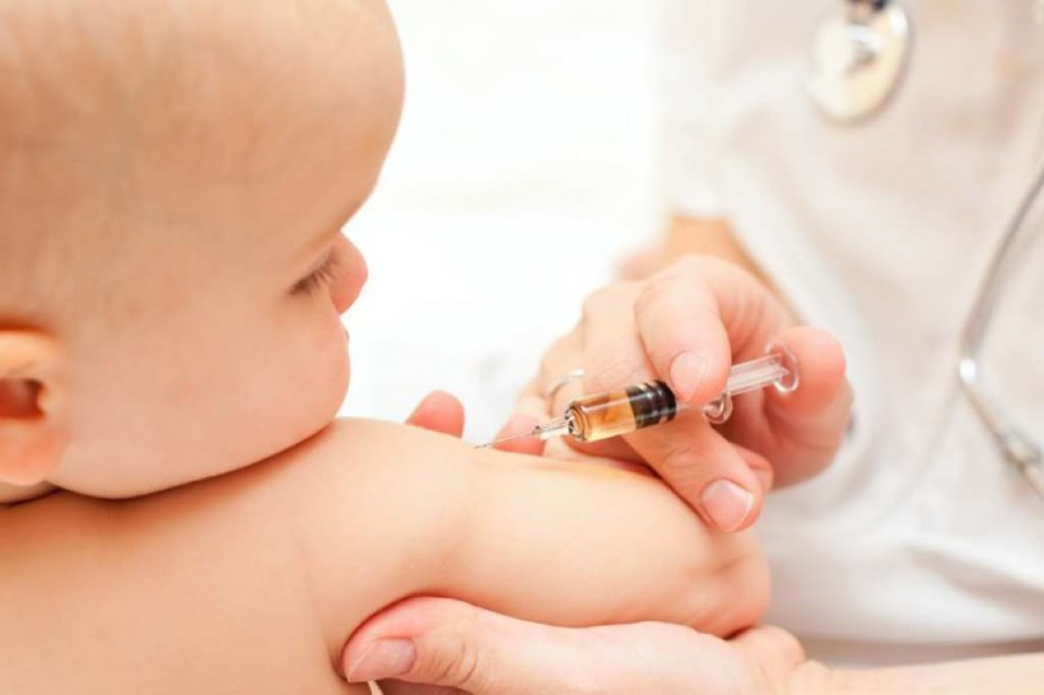 CBOS: 73 proc. Polaków uważa, że szczepionki dla dzieci są bezpieczne