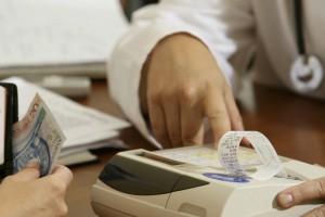 Resort finansów: w 2015 roku m.in. lekarze zainstalują kasy fiskalne