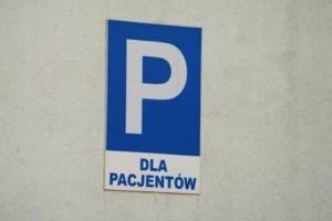 Warszawa: sprzed szpitala usunięto samochód ze zdjęciami martwego płodu