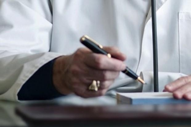 Konsultanci rezygnują ze względu na kontrakty z firmami farmaceutycznymi?