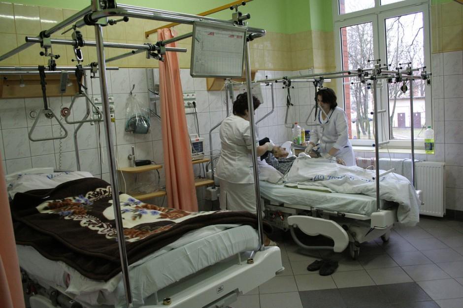 Poznań: pielęgniarki na billboardach informują o trudach swojego zawodu