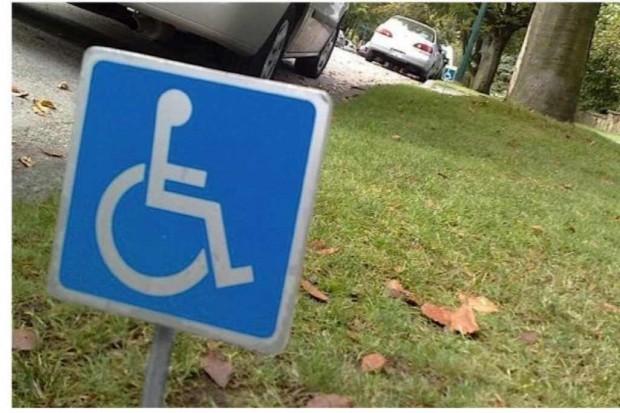 Stare karty parkingowe dla niepełnosprawnych ważne jeszcze do połowy 2015 r.