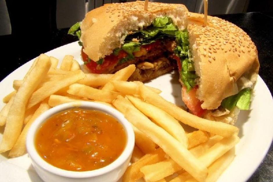 Badania: jedzenie z dużych talerzy nie sprzyja diecie