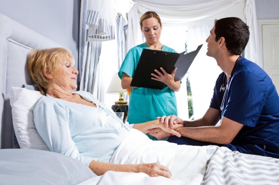 Eksperci: chorzy przewlekle coraz częściej będą zdani na opiekę instytucjonalną