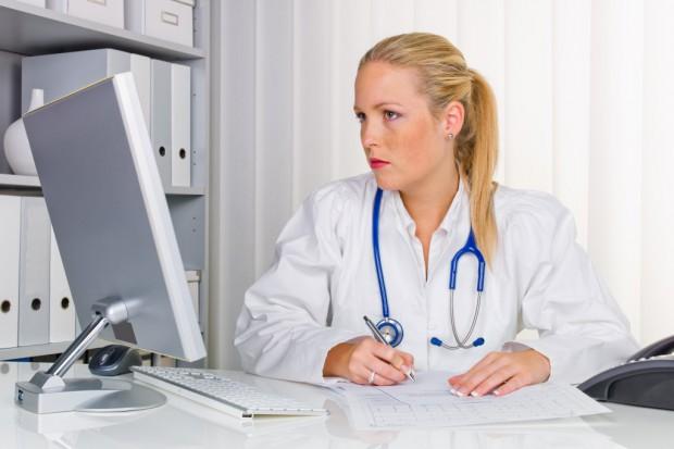 Lekarki leczą skuteczniej niż lekarze?