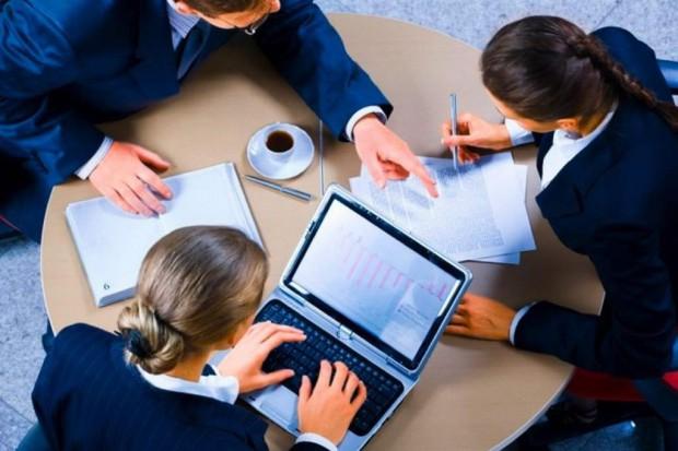 Raport: jakie ryzyka zdrowotne i psychospołeczne w miejscu pracy?
