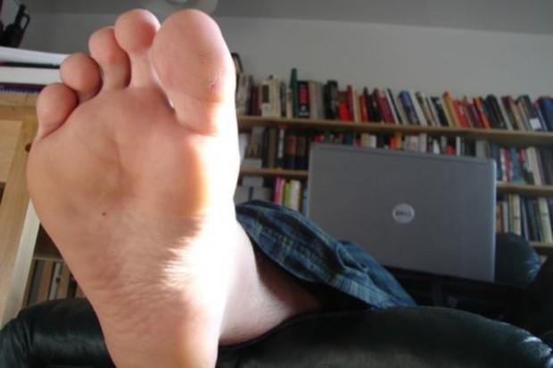 Po całym dniu stopy wymagają ćwiczeń rozluźniających