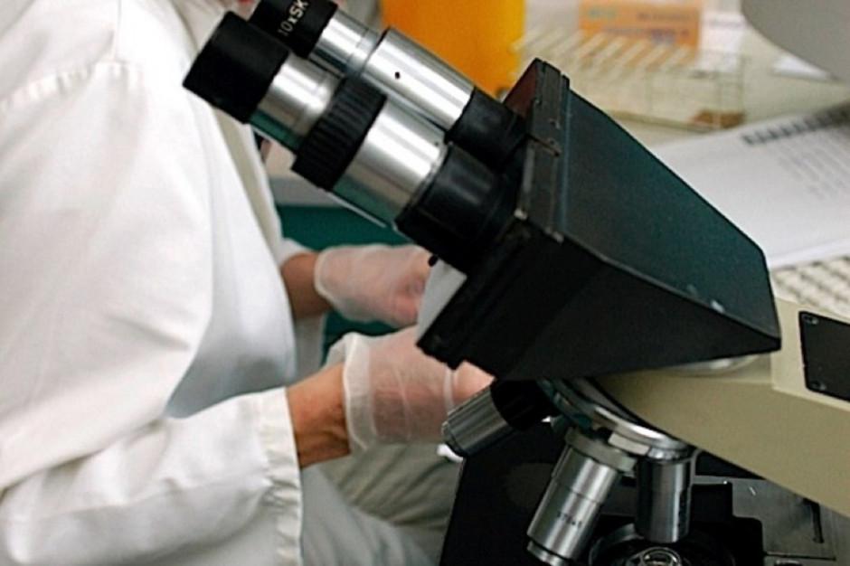 Fluorescencyjny marker ułatwia operację guza mózgu