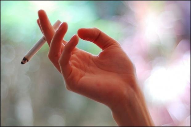 Coraz więcej kobiet w ciąży pali papierosy