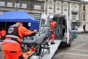 Łowicz: lekarz poprosił strażaków o pomoc w transporcie do szpitala otyłego pacjenta