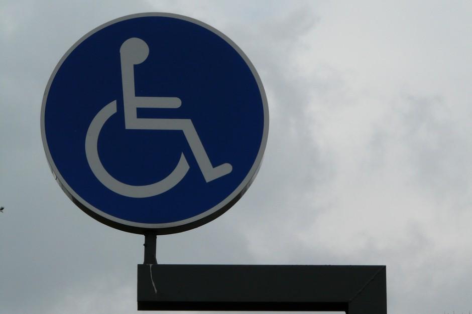 """Rząd za zmianami, które umożliwią m.in program """"100 placówek służby zdrowia bez barier"""""""