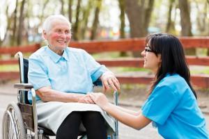 Opieka długoterminowa: lekarze bez specjalizacji mogą uzupełnić braki kadrowe