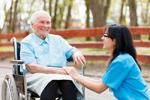 OECD: powinniśmy lepiej zadbać  o osoby starsze