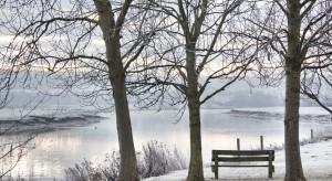 Jak pomóc osobie wychłodzonej w lodowatej wodzie?