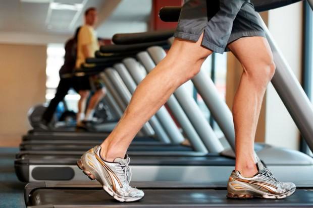 Trening siłowy najlepiej chroni przed oponką na brzuchu